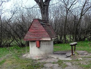Остановочный пункт Чунишино Краснолиманской дирекции Донецкой железной дороги. Колодец