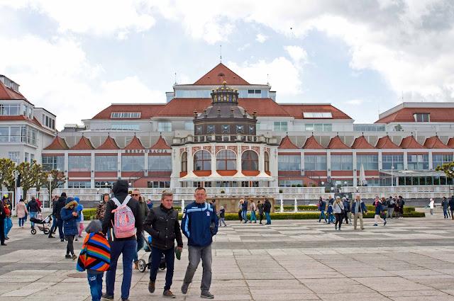 Dom Zdrojowy w Sopocie wygląd budynku z okolic mola