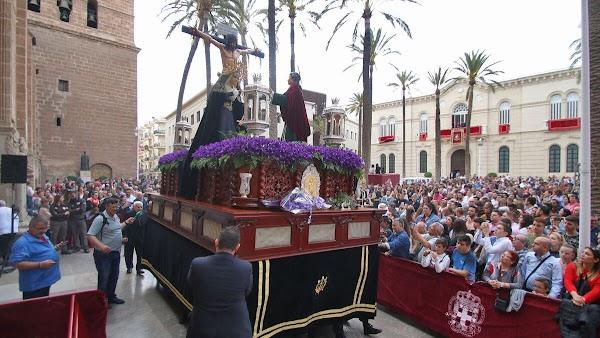 La imagen de Santa María Magdalena culmina el misterio del Calvario en Almeria