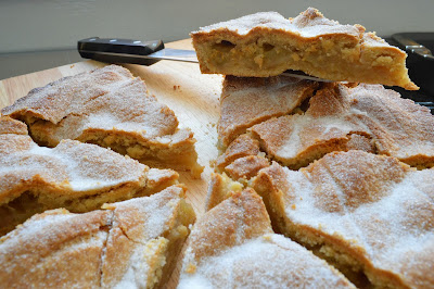 Bramley apple pie