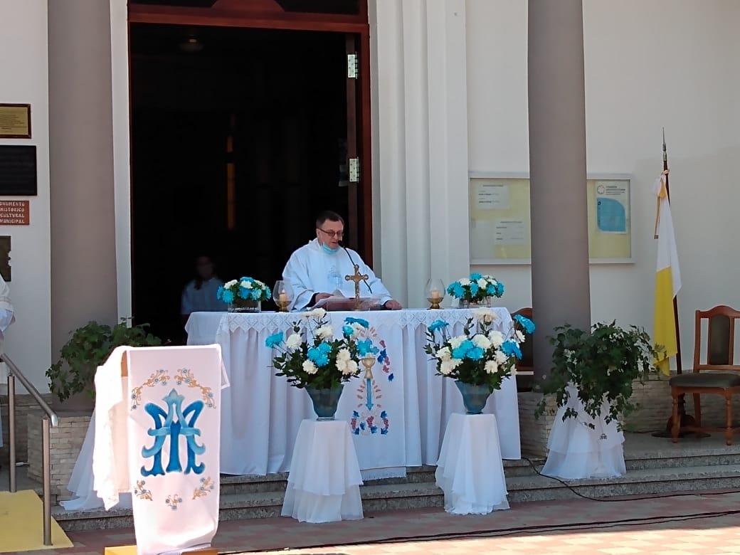 misa parroquia del rosario padre Ruben