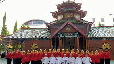 Pengurus Yayasan Cheng Hoo Beri Semangat Warga Wuhan