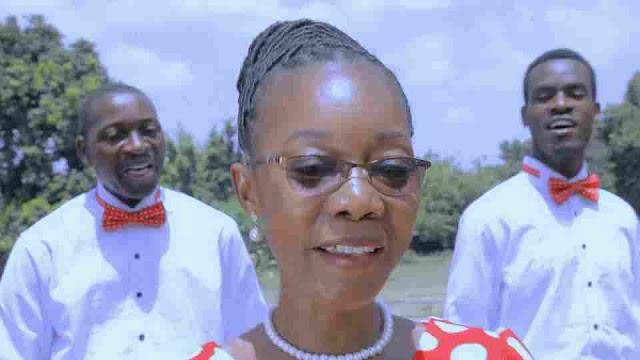 Mwimbie Bwana Wimbo Mpya ~ Kwaya ya Familia ya Takatifu [ DOWNLOAD AUDIO MP3]