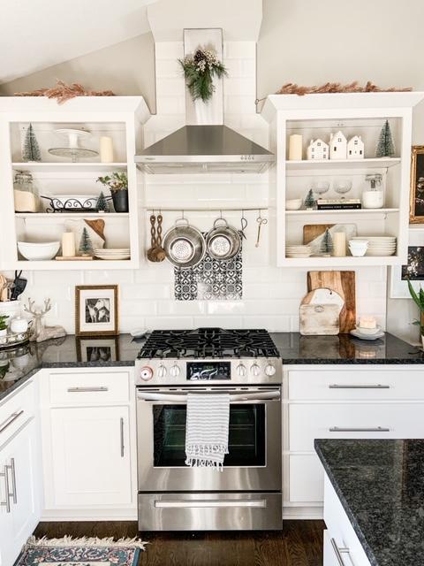 Neutral winter kitchen decorations