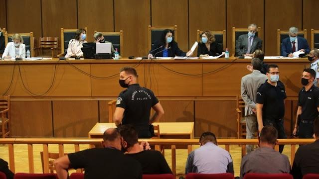 Δίκη Χρυσής Αυγής: Ισόβια για τον Ρουπακιά και 13 χρόνια για τη διευθυντική ομάδα πρότεινε η εισαγγελέας