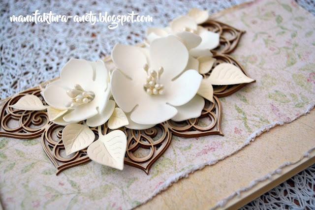 ozdobna kartka z ramką i kwiatami