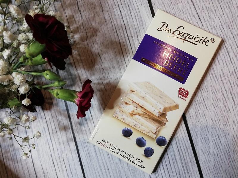 Das Exquisite biała czekolada z liofilizowanymi borówkami