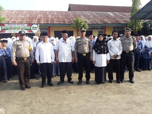 POLICE GO TO SCHOOL, KBO SAT SABHARA POLRES TANJUNG BALAI HIMBAU PELAJAR MTSN BIJAK BERMEDIA SOSIAL