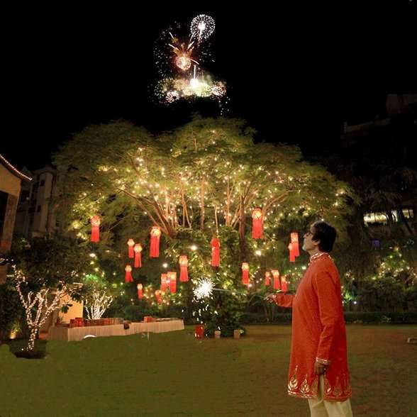 diwali decoration at jalsa, amitabh bachchan's residence, diwali celebration at amitabh bachchan's house
