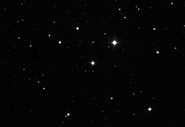 Hiyo-nyota-iliyo-katikati-inaitwa-AC-+-79-3888,-au-Gliese-445