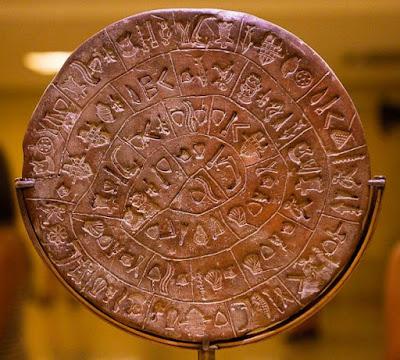 Για πρώτη φορά ο επισκέπτης μπορεί να μελετήσει τον «Δίσκο της Φαιστού» χωρίς να τον αγγίξει