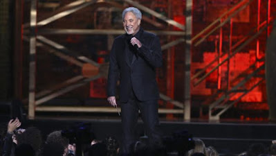 Tom Jones en los Brit Awards en Londres