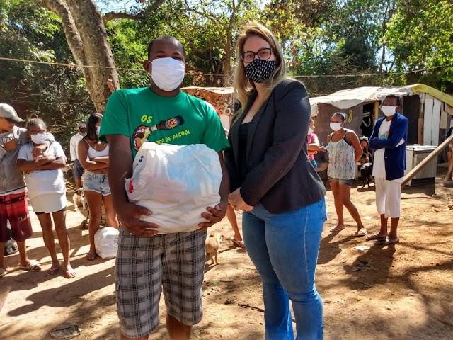 Famílias recebem cestas básicas, cobertores e máscaras no SIA e SAAN