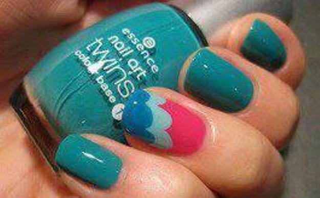 Decoração de unhas decoradas ondas coloridas