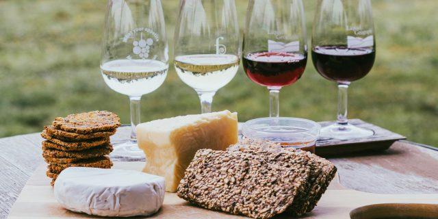 Scienziati scoprono che il vino e il formaggio aiutano a ridurre il rischio di demenza