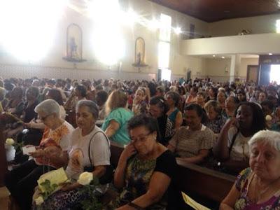 Devotos lotam igreja para homenagear Sant`Ana protetora do bairro