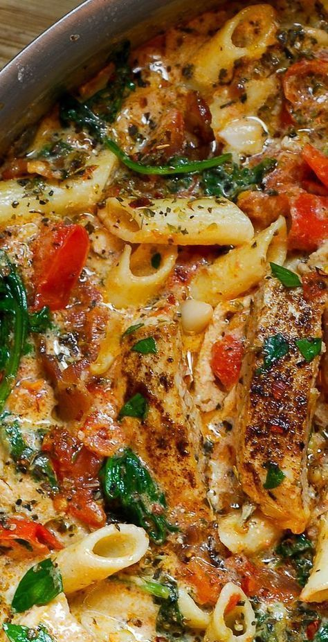 Creamy chicken pasta with bacon is easy to make weeknight one pot pasta dish! With only 30 minutes of total work, this chicken dinner recipe is simple, fast and delicious! Full of tender chicken, spinach, tomatoes, and bacon!