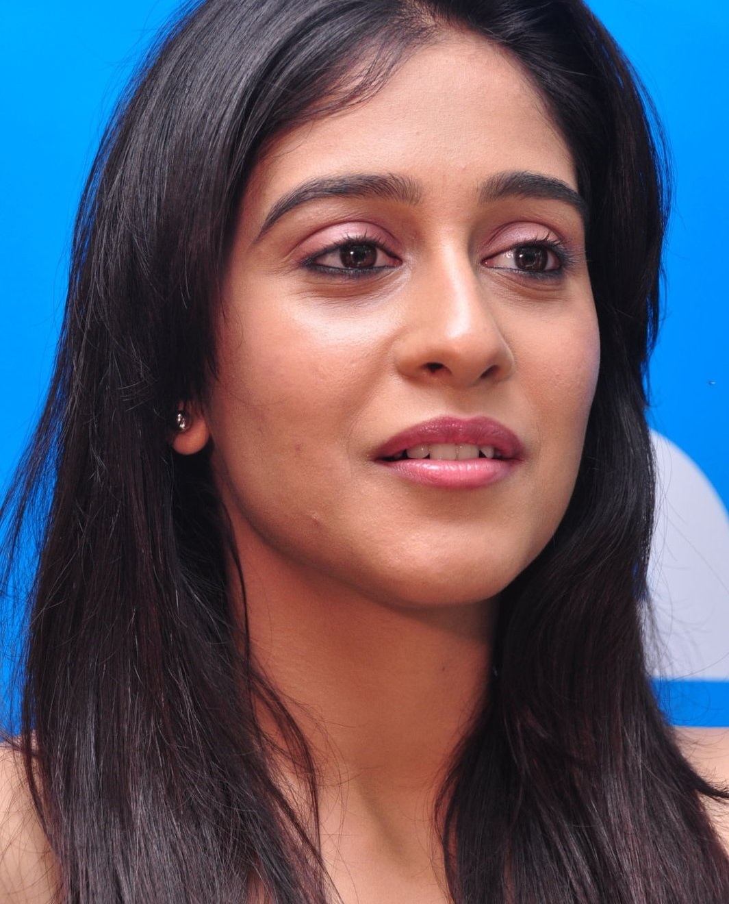 Regina Cassandra Latest Face Close Up Photos In Yellow Dress