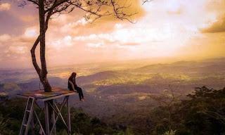 Memandangi langit jingga yang sangat cantik dari Puncak Batur