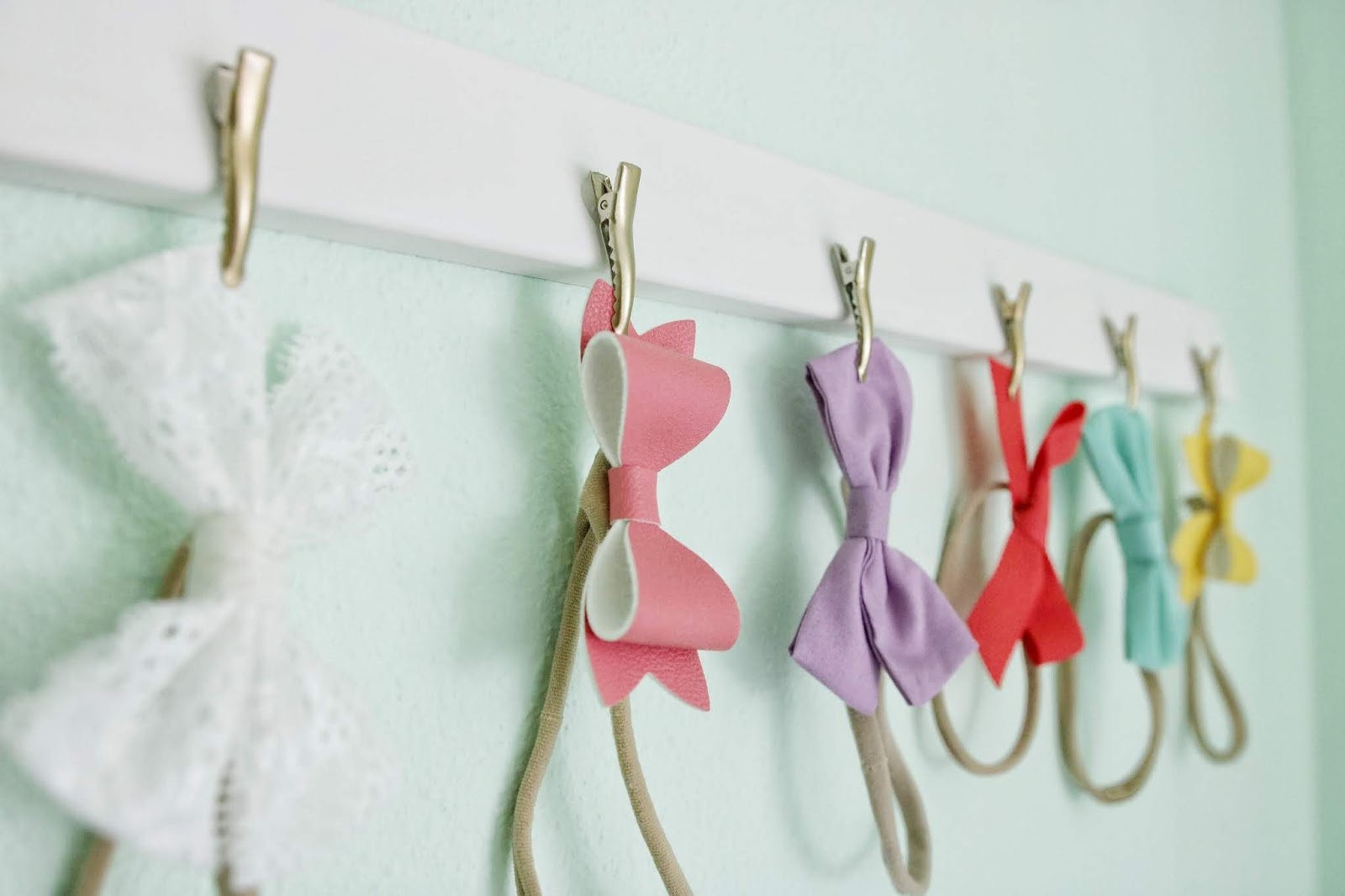 Bow Headband Hairbow Wall Organizer DIY Tutorial baby girl how to bows Little Poppy