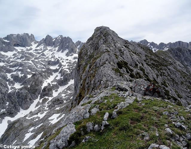 Cresta del Pico Camperón en Picos de Europa.