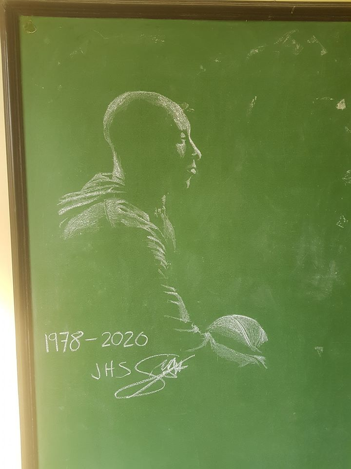 Student creates impressive tribute to Kobe Bryant with chalk art in his classroom