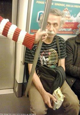 Albert Einstein in Straßenbahn - Findet Waldo Bild