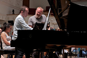 Simon Callaghan recording in Glasgow with Martyn Brabbins and the BBC Scottish Symphony Orchestra (Photo Oscar Torres)