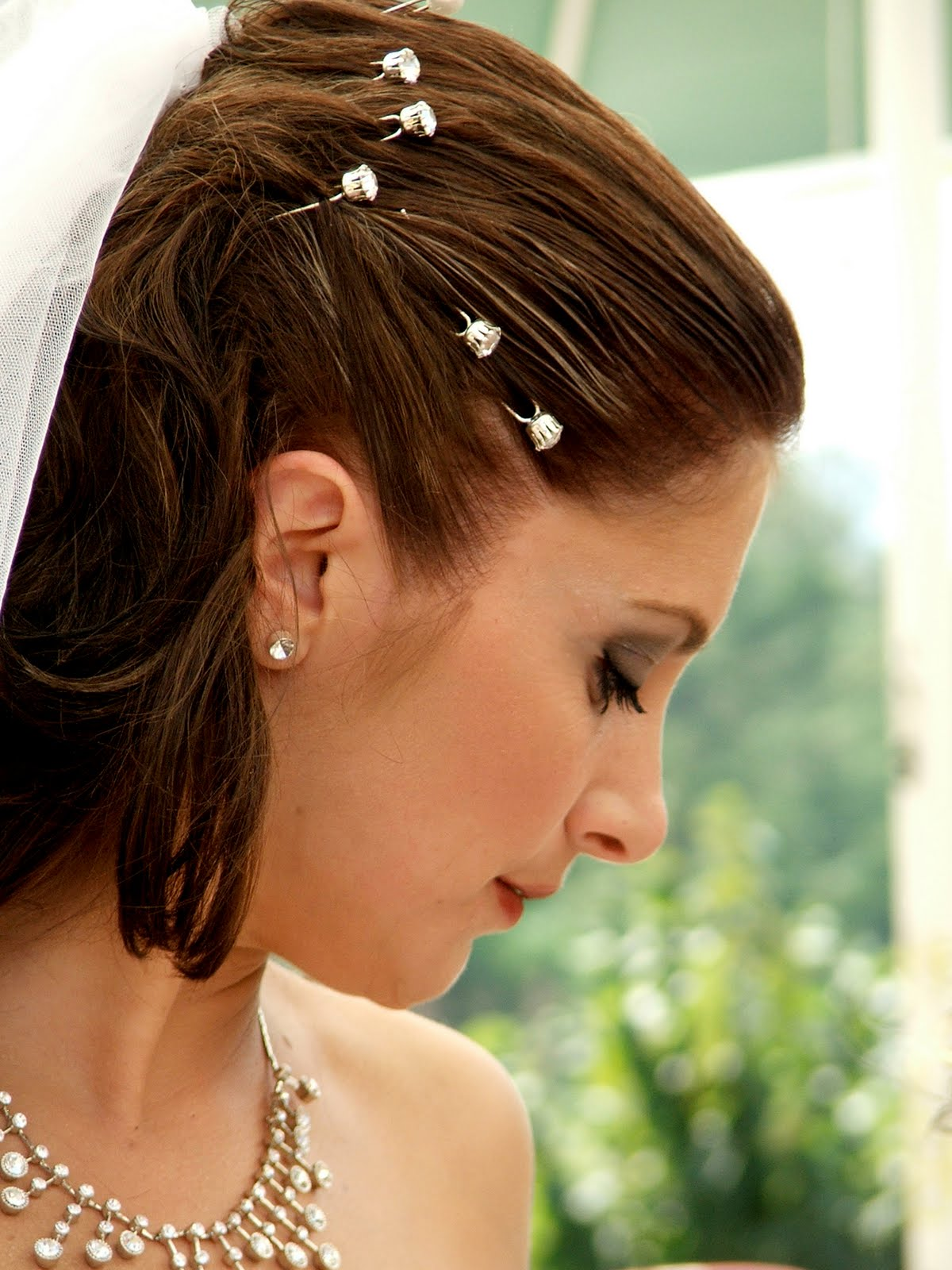 fashion hairstyle celebrities: bridal veil ideas for short