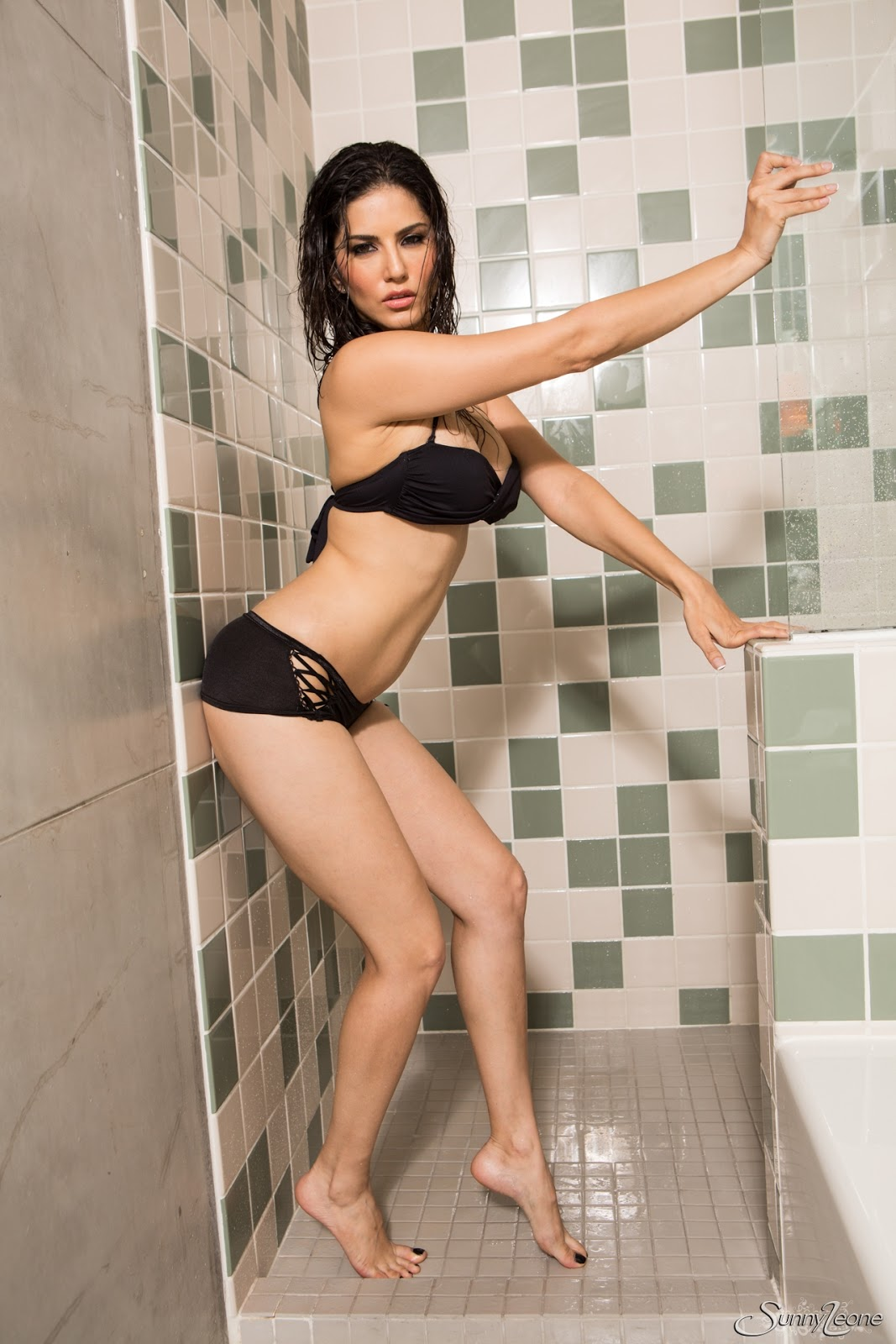 Sunny Leone Is Taking A Hot Shower While In Her Black Wet -4875