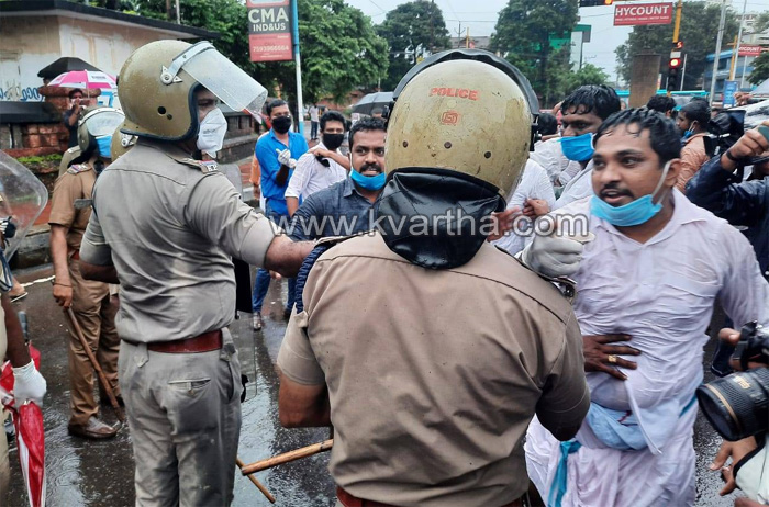 Kannur, News, Kerala, Youth Congress, March, Politics, K.T Jaleel, Youth Congress demands resignation of Minister KT Jaleel