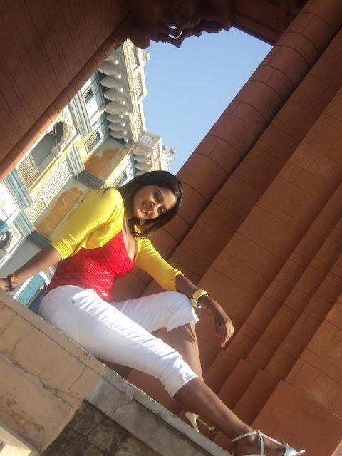 Bhojpuri heroine Anjana Singh Sexy photos