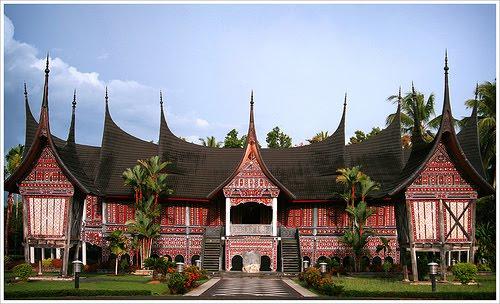 gema budaya kenapa rumah gadang minangkabau atapnya seperti tanduk rh gema budaya blogspot com Jam Gadang Kartun Rumah Gadang
