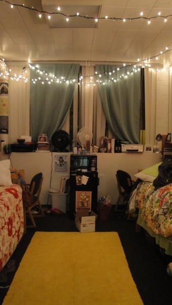 The Old Post Road: How to Decorate a Dorm Room