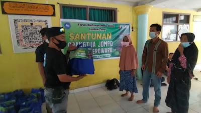 Peringati Milad Ketiga, FWMO Lotim Santuni Puluhan Lansia di Desa Jerowaru