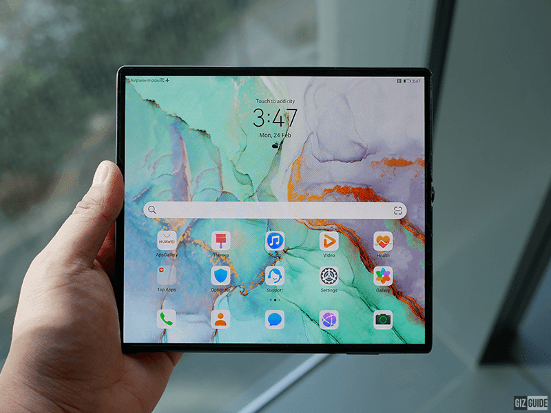 It can transform into a tablet when unfolded