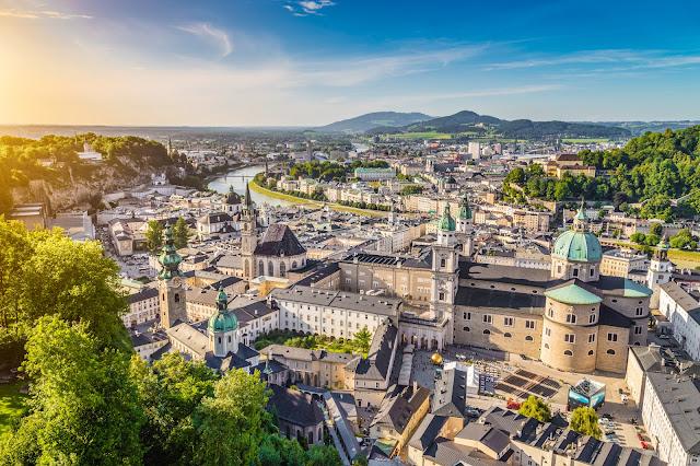 Вид с воздуха исторического города Зальцбурга, Австрия