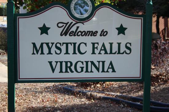 the vampire diaires mystic falls
