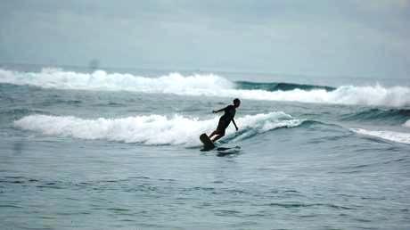 Pantai Jukung Krui. Berselancar di Pantai Jukung Krui, Kabupaten Pesisir Barat