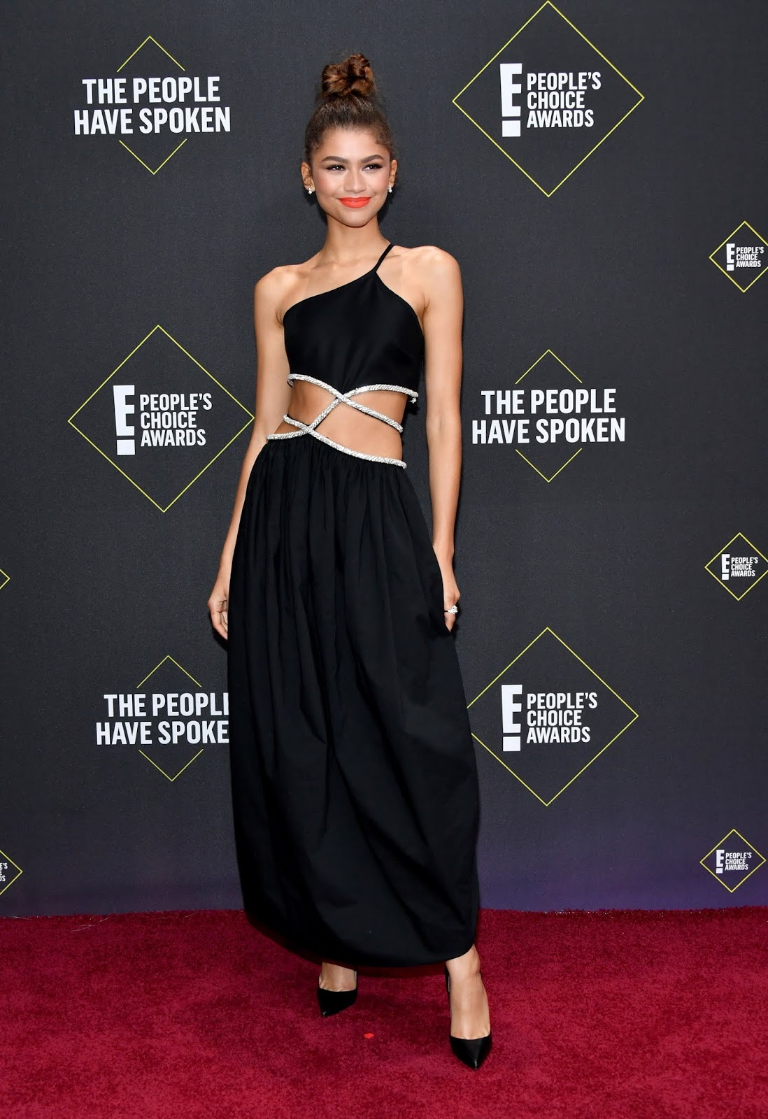 Zendaya shows off abs at the 2019 People's Choice Awards