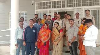 थाना सादलपुर पर रक्षासूत्र बांधकर सम्मान किया