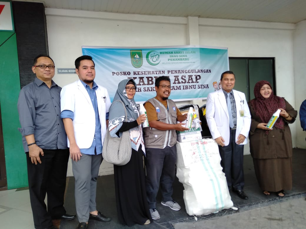 Alumni IPB Sumbang 2.000 Masker, 100 Tabung Oksigen dan Obat untuk Korban Asap Riau