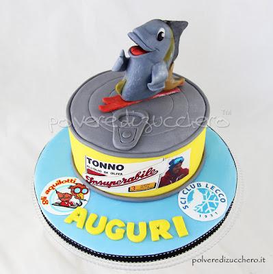 torta decorata cake design pasta di zucchero tonno scatoletta di tonno polvere di zucchero