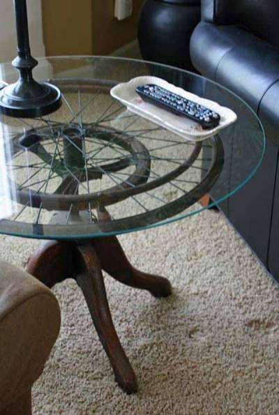Roda bekas kursi roda jadi meja.