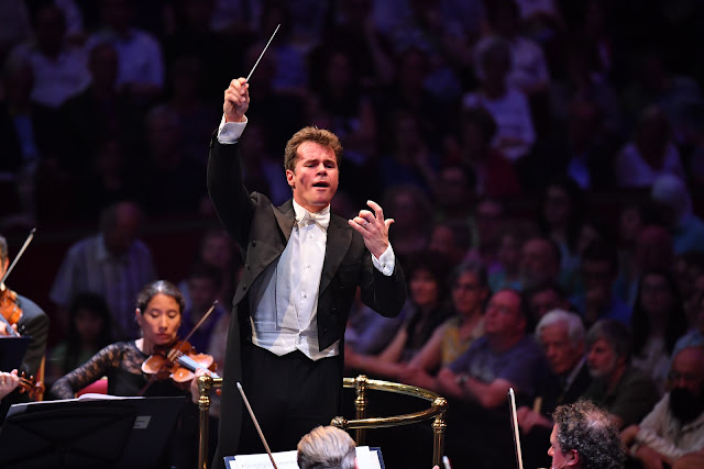 Jakub Hrůša, Bamberg Symphony Orchestra - BBC Proms (Photo Chris Christodoulou)