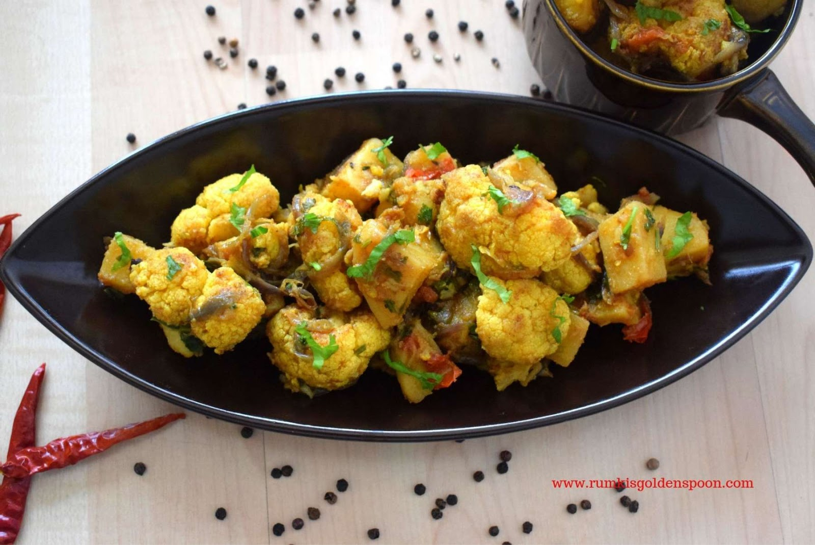 Aloo-Gobi masala, restaurant style Aloo-Gobi, dhaba style Aloo-Gobi, Aloo-Gobi ki sabji/tarkaari, Indian recipe with potatoes and cauliflower, Indian dry curry recipe with potato and cauliflower, aloo-phoolkofir torkari/ bhaja/ sobzi, vegan recipe with potato and cauliflower, Rumki's Golden Spoon