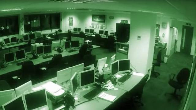 kantor berhantu