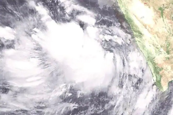 Cyclone Vayu To Hit Gujarat on Thursday, Schools, Colleges Closed: 10 Points, Thiruvananthapuram, Gujarath, Sea, Protection, Warning, Cyclone, National, Trending