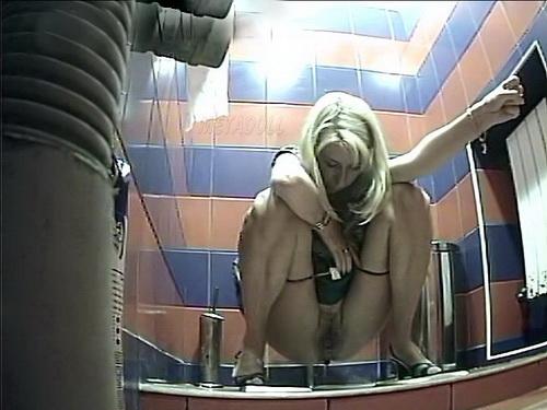 женщины срут в общественных туалетах