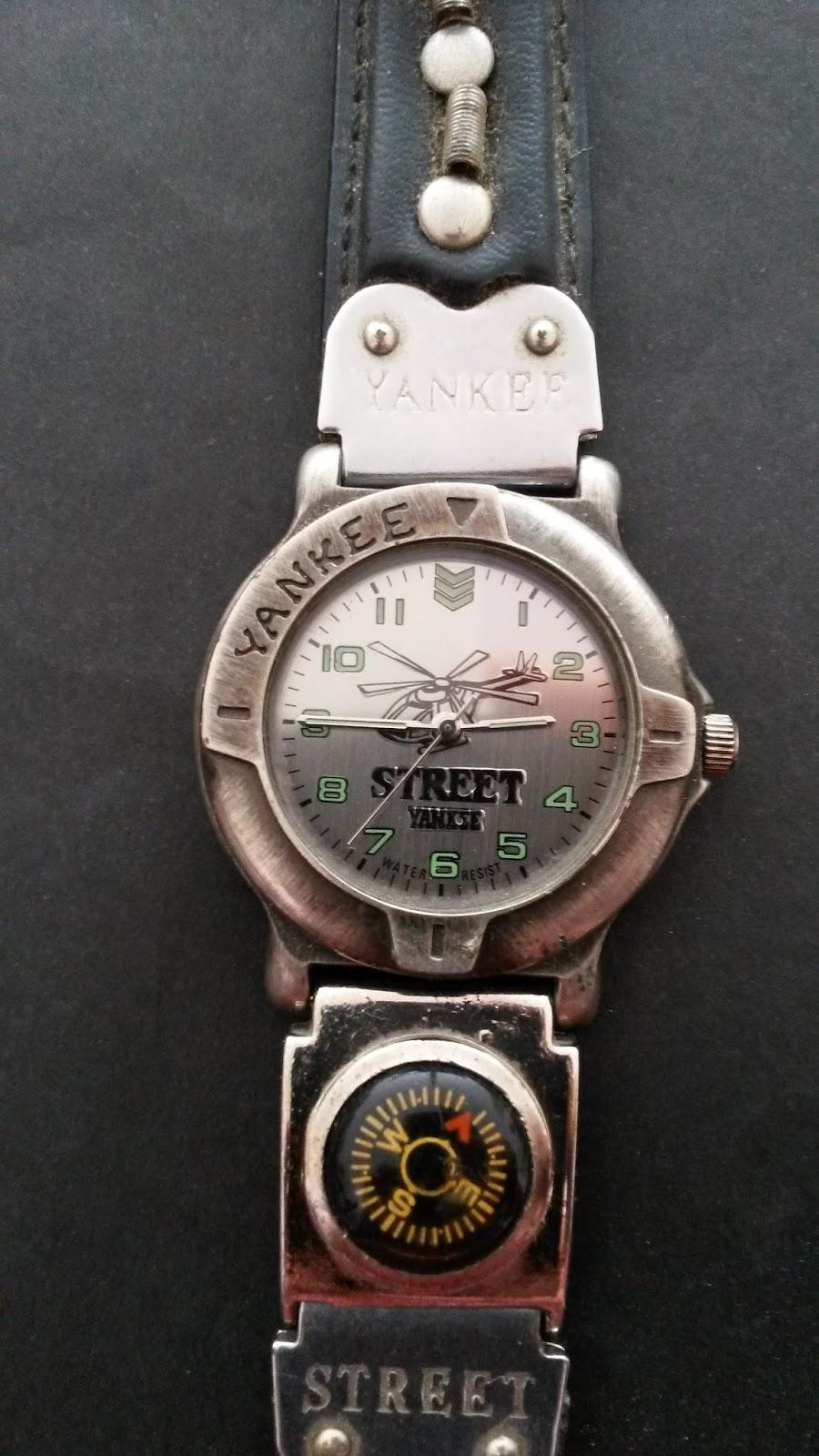 a27248cb3d2 Outro modelo de relógio Yankee Streeet com bussola.